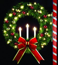 4' USED OREGONIAN TRI-CANDLE WREATH WITH LED LAMPS